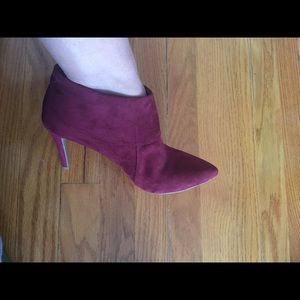 Old navy burgundy suede shoes size 8 nwot